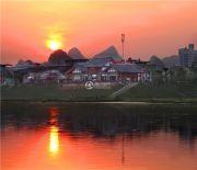 江与城外景图