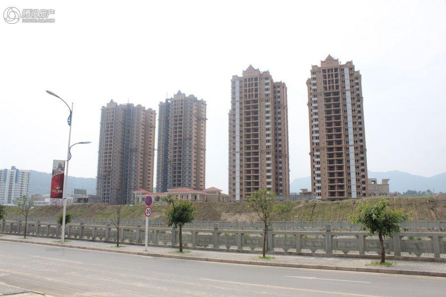 宝裕江畔豪庭项目实景图